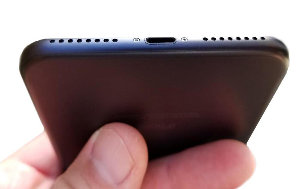Чистка сеток динамика iPhone 7 Plus