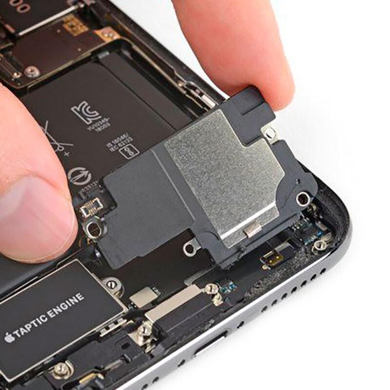 Чистка нижнего динамика iPhone XR