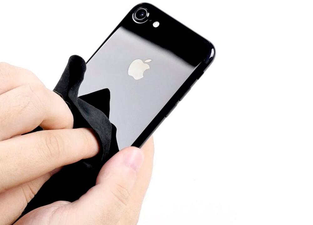 Чистка от пыли и грязи iPhone 7