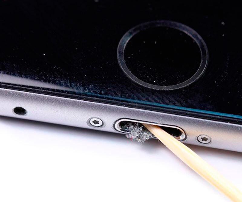 Чистка от пыли и грязи iPhone X