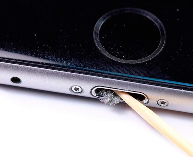 Чистка от пыли и грязи iPhone XS