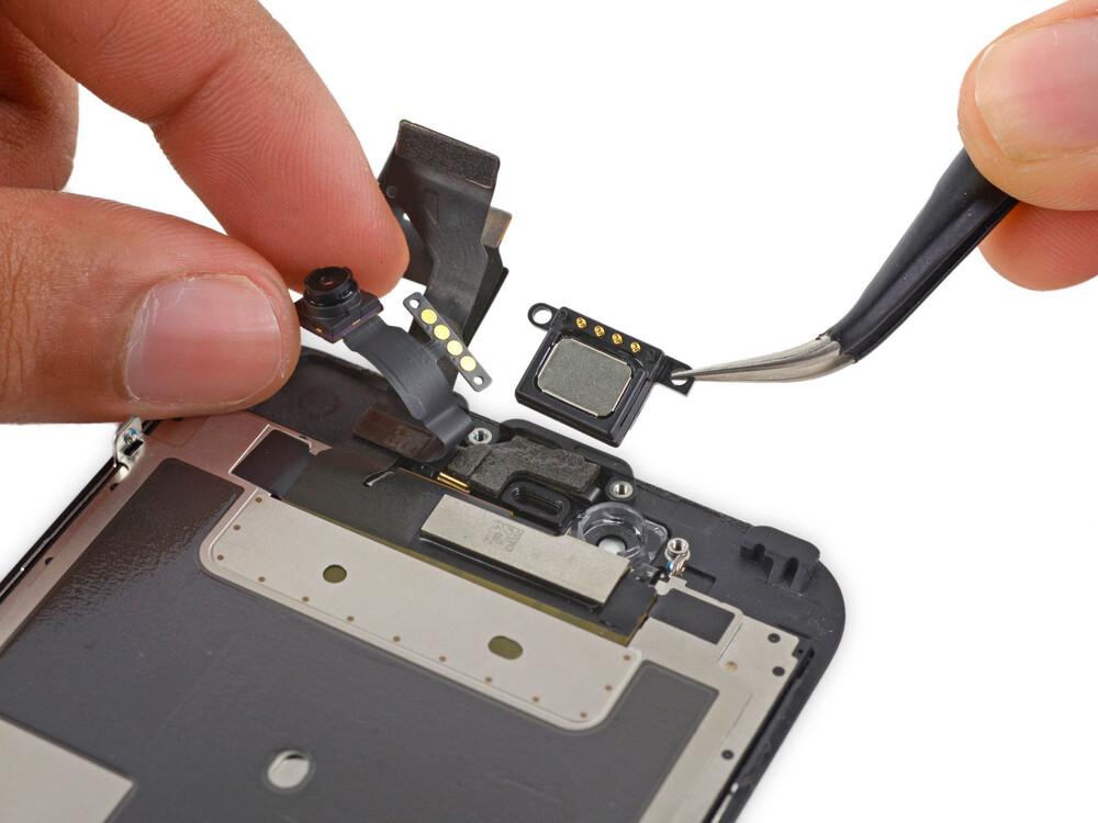Чистка сетки верхнего динамика iPhone XS Max