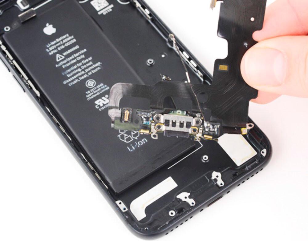 Ремонт разъёма зарядки (синхронизации) iPhone 7