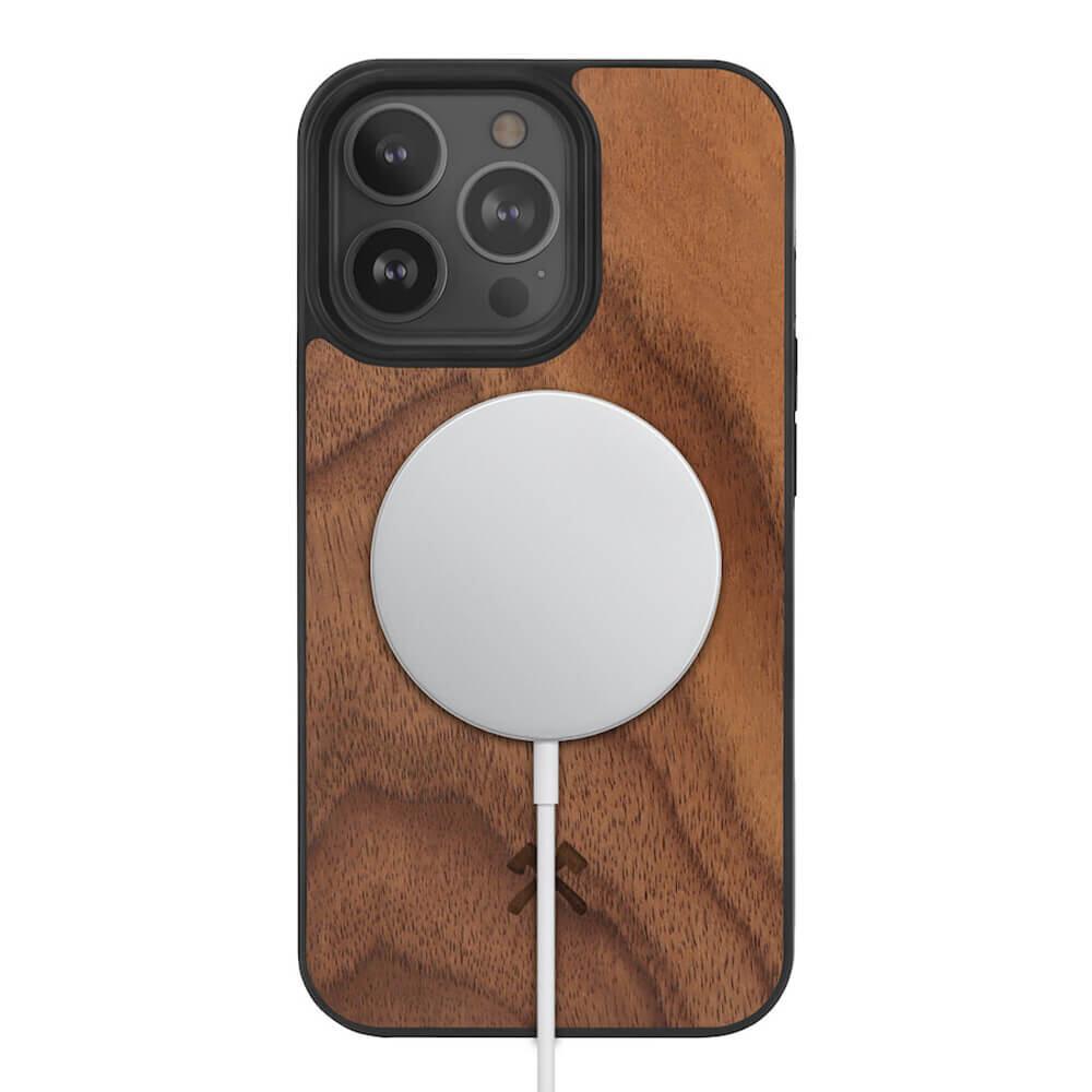 Деревянный чехол Woodcessories Bumper Case Walnut MagSafe для iPhone 13 Pro