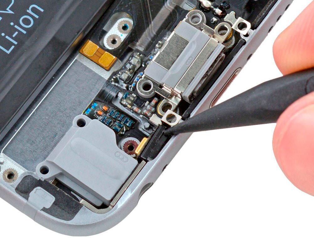 Замена микрофона iPhone XS