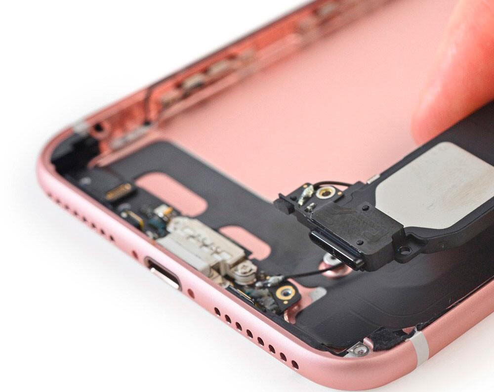 Замена сетки голосового динамика iPhone 7 Plus