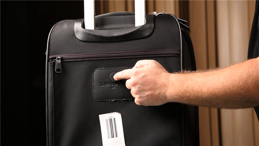 Sticknfind-on-luggage